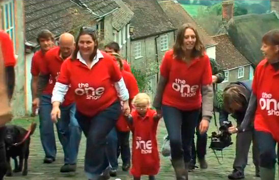 Marching up gold hill to plant snowdrops - The One Show - Shaftesbury Snowdrops